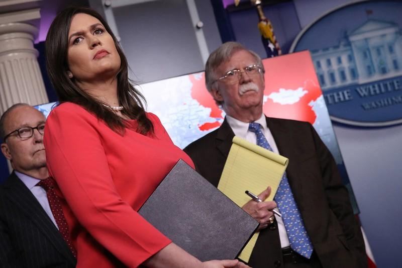 Đến lượt cựu Thư ký Báo chí Nhà Trắng ra sách tố ông Bolton - ảnh 1