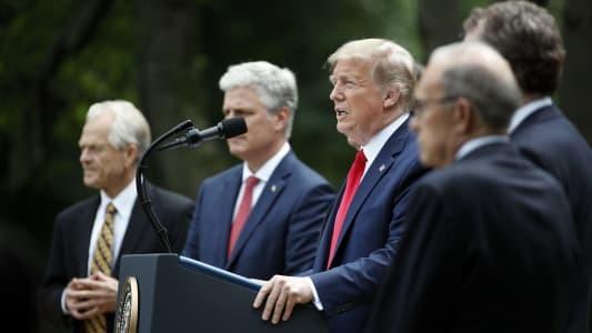 Nhà Trắng: Tránh đầu tư vào Trung Quốc để hạn chế rủi ro - ảnh 1