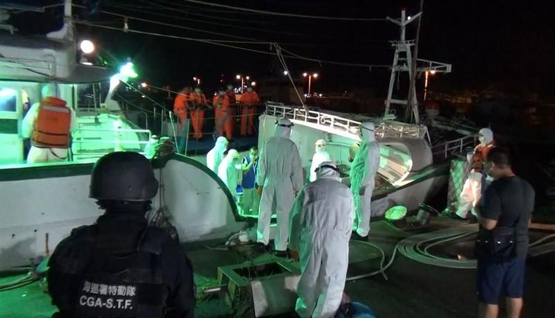 Bắt 2 người đưa lậu 30 người Việt vào Đài Loan bằng tàu cá - ảnh 1