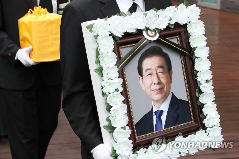 Bị áp lực dư luận, Hàn Quốc điều tra cố thị trưởng Seoul - ảnh 1