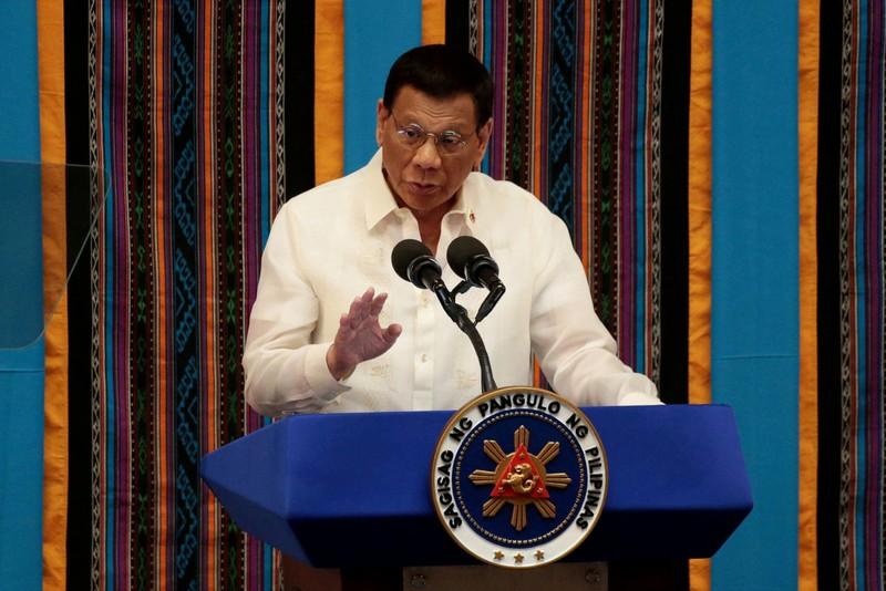 Ông Duterte gây bối rối khi kêu gọi lấy xăng 'giặt' khẩu trang - ảnh 1