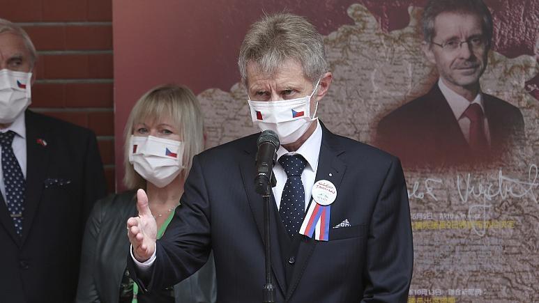 Chủ tịch Thượng viện Czech: Không có chuyện vượt 'lằn ranh đỏ' - ảnh 1