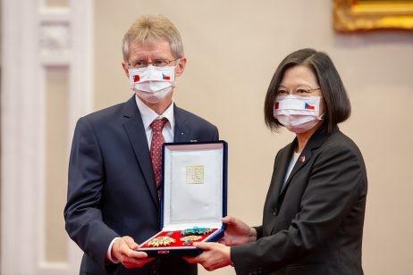 Chủ tịch Thượng viện Czech: Không có chuyện vượt 'lằn ranh đỏ' - ảnh 2
