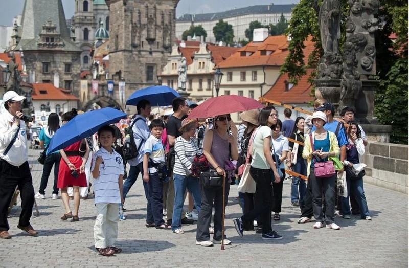 Căng vụ Đài Loan, Trung Quốc khuyến cáo công dân tránh Czech - ảnh 1