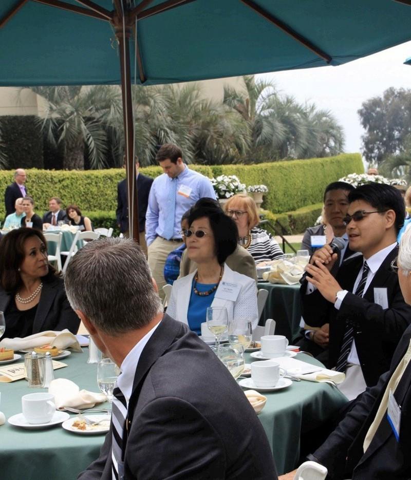 Cấp phó ông Biden từng ngồi chung bàn quan chức Đài Loan - ảnh 1