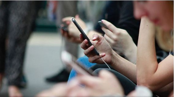 Bộ Quốc phòng Lithuania khuyến cáo người dân bỏ điện thoại Trung Quốc - ảnh 1