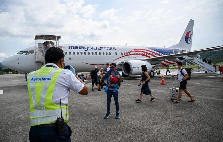 Malaysia chính thức dỡ bỏ hạn chế đi lại với người tiêm ngừa đầy đủ - ảnh 1