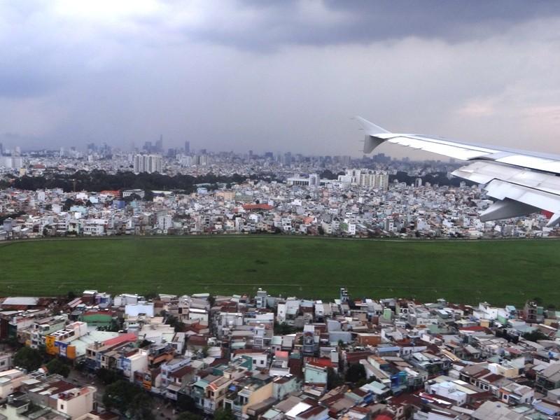 Sắp xây hồ chống ngập sân bay Tân Sơn Nhất - ảnh 1