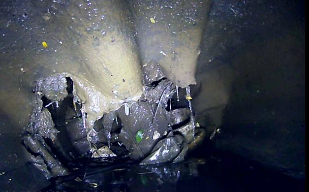 Sụp lở kinh hoàng dưới đáy kênh Nhiêu Lộc-Thị Nghè - ảnh 1