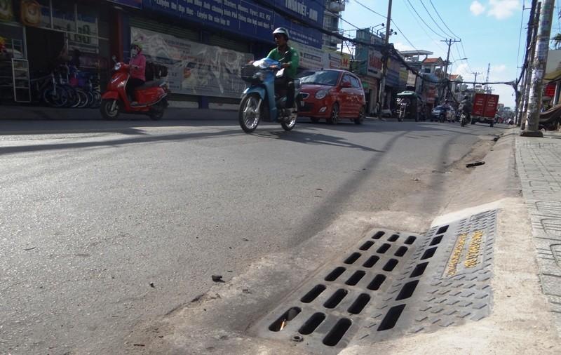Lần đầu đo mùi cống thối trên đường phố Sài Gòn - ảnh 1