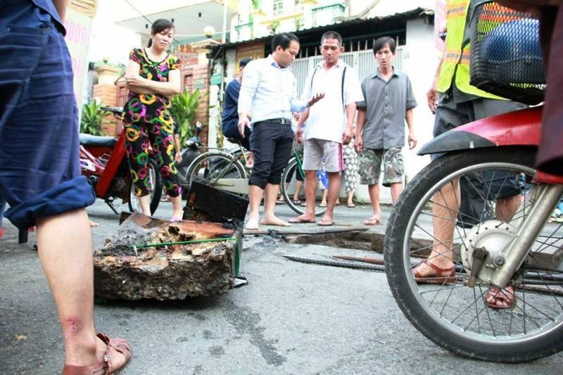 Cảm kích vụ 'giải cứu' khu phố bị ngập suốt hai ngày - ảnh 2