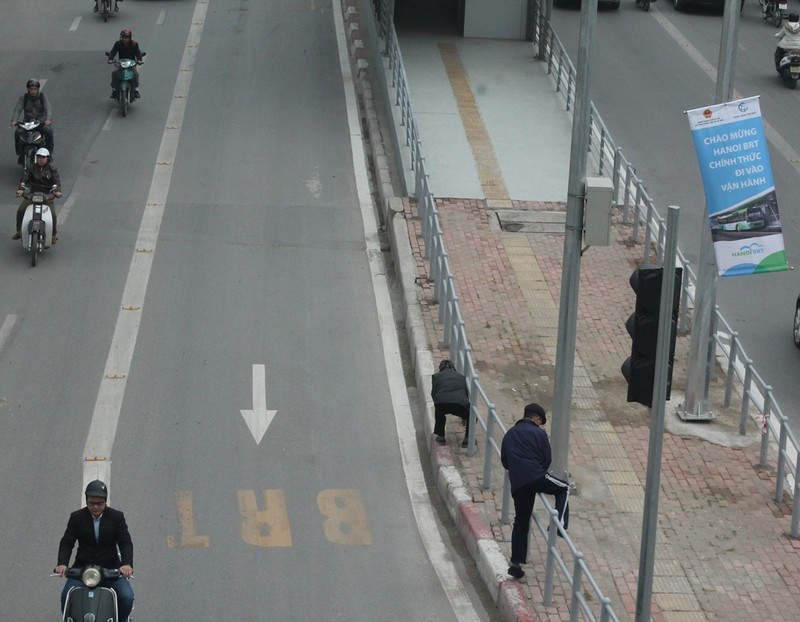 Người dân nói gì về xe buýt nhanh đầu tiên ở Việt Nam? - ảnh 8