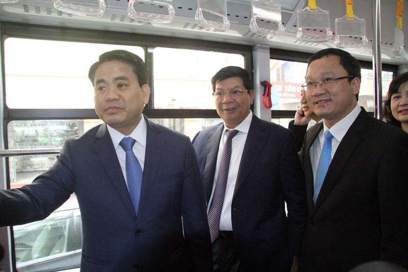 Người dân nói gì về xe buýt nhanh đầu tiên ở Việt Nam? - ảnh 1