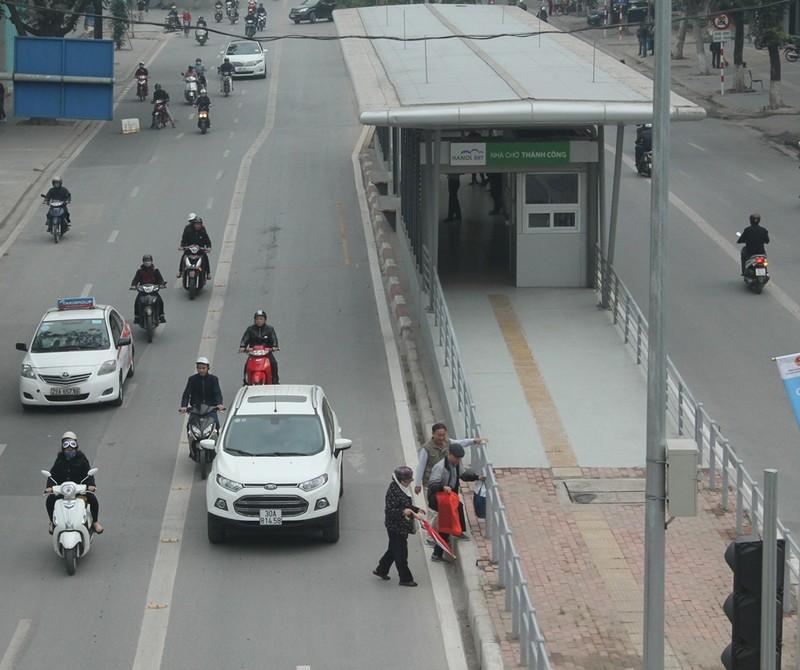 Người dân nói gì về xe buýt nhanh đầu tiên ở Việt Nam? - ảnh 9