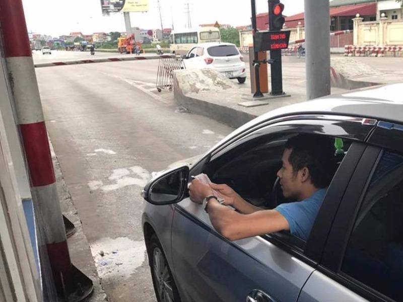 Tài xế dùng tiền lẻ qua trạm, Vidifi muốn CA điều tra - ảnh 1