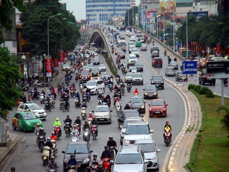 Đề xuất cấm xe taxi và xe hợp đồng tại các tuyến phố - ảnh 1