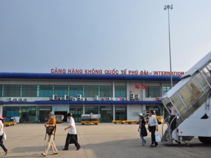 Sân bay Phú Bài quá tải, cần xây dựng nhà ga mới - ảnh 1