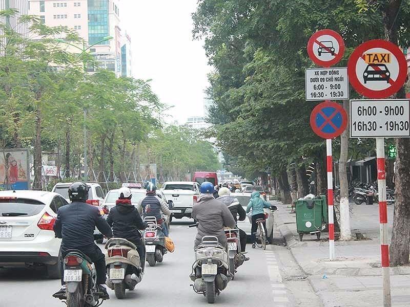 Đề xuất gỡ biến cấm taxi ở Hà Nội - ảnh 1