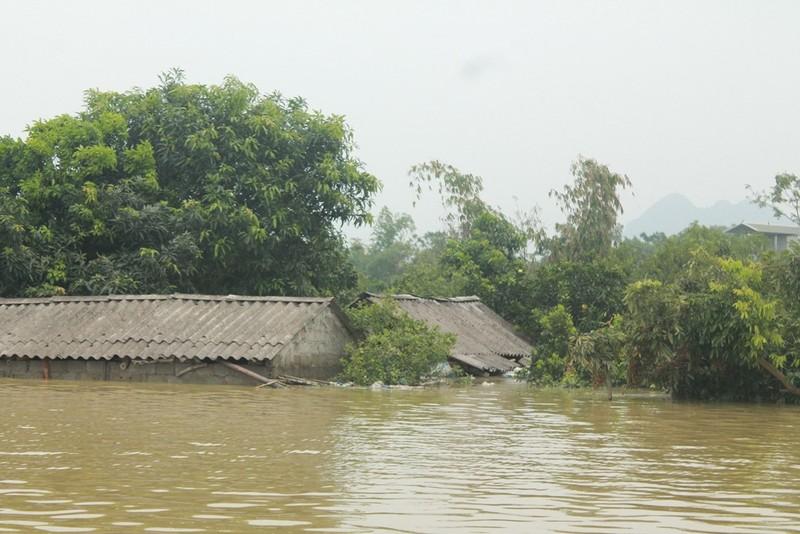 2.700 nhà dân Hà Nội vẫn ngập chìm trong lũ - ảnh 4