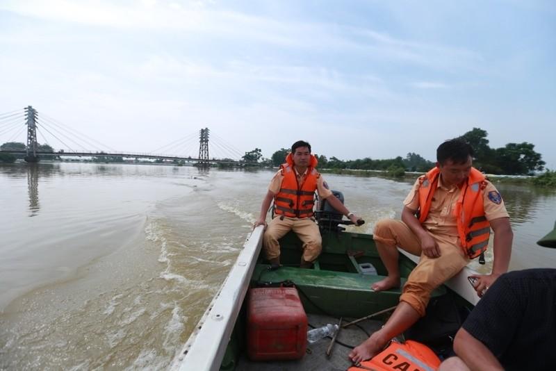 Thủ đô thành sông: Dân thả lưới sân nhà bắt cá - ảnh 11
