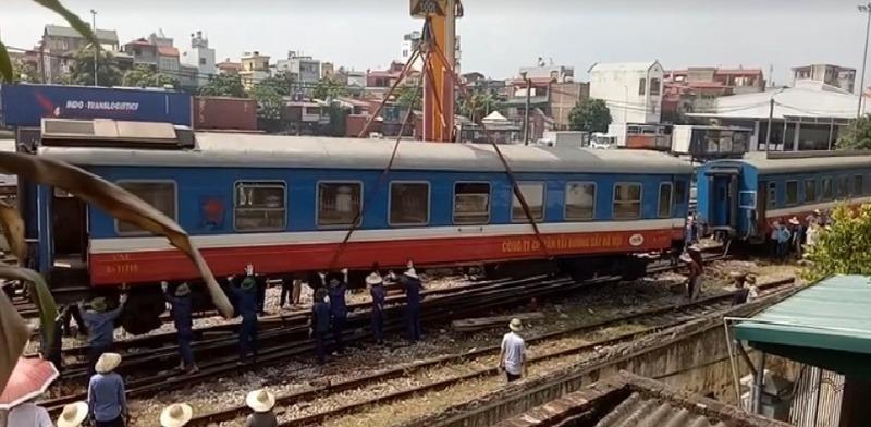 Tàu hỏa lại trật bánh ở Bình Thuận - ảnh 1