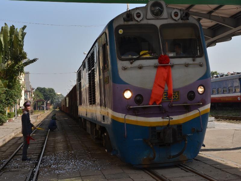 Đường sắt tái khởi động vận chuyển khách tại một số tuyến - ảnh 1
