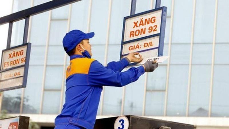 Chiều nay giá xăng dầu lại giảm - ảnh 1