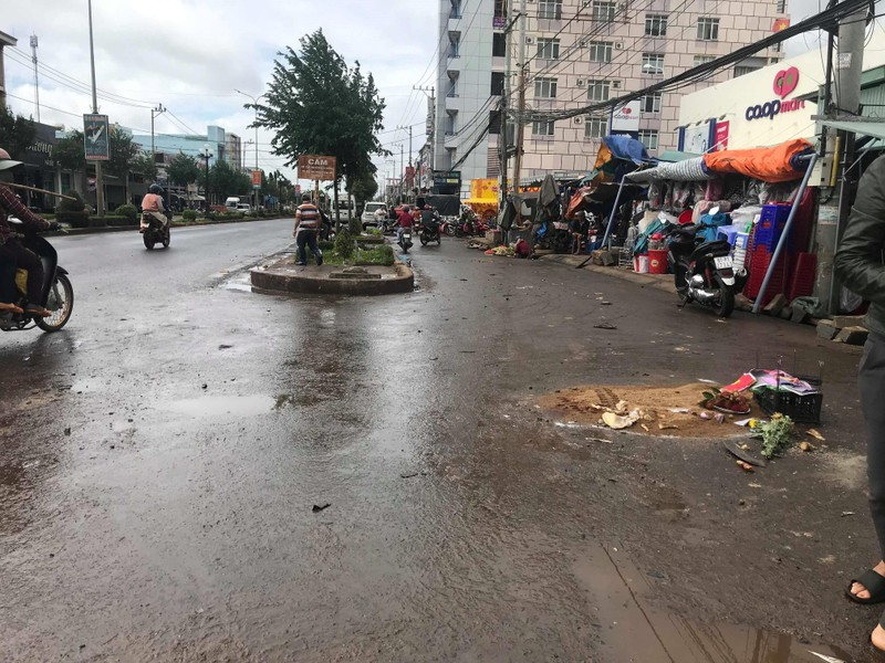 Xe giường nằm lao vào khu vực chợ, 4 người chết - ảnh 2