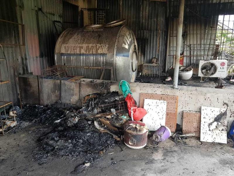 Kiểm tra bụi thủy ngân quanh Công ty Rạng Đông sau vụ cháy - ảnh 3