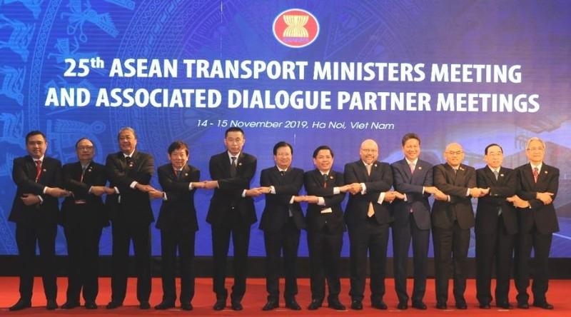 Việt Nam cam kết đảm bảo tự do vận chuyển trên biển - ảnh 1