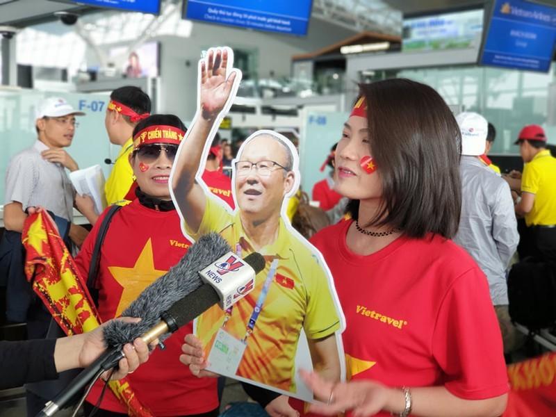 Bamboo Airways tặng một năm bay miễn phí cho đội bóng đá - ảnh 1