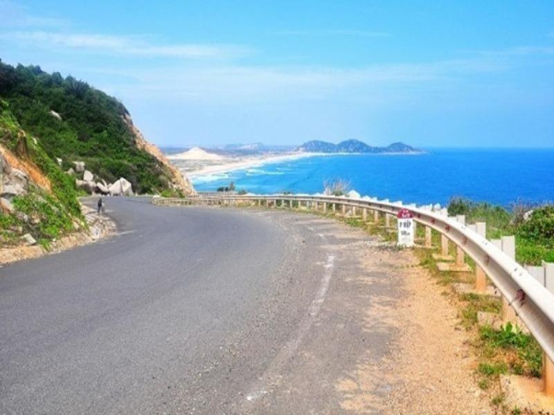 Xem xét đầu tư BOT hai tuyến đường ven biển Thanh Hóa - ảnh 1
