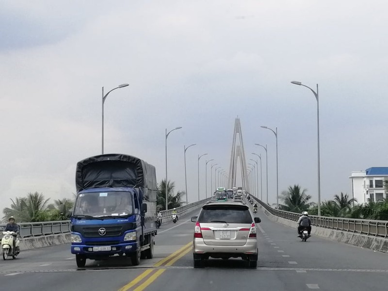 Xây dựng bến phà tạm để 'cứu' cầu Rạch Miễu - ảnh 1
