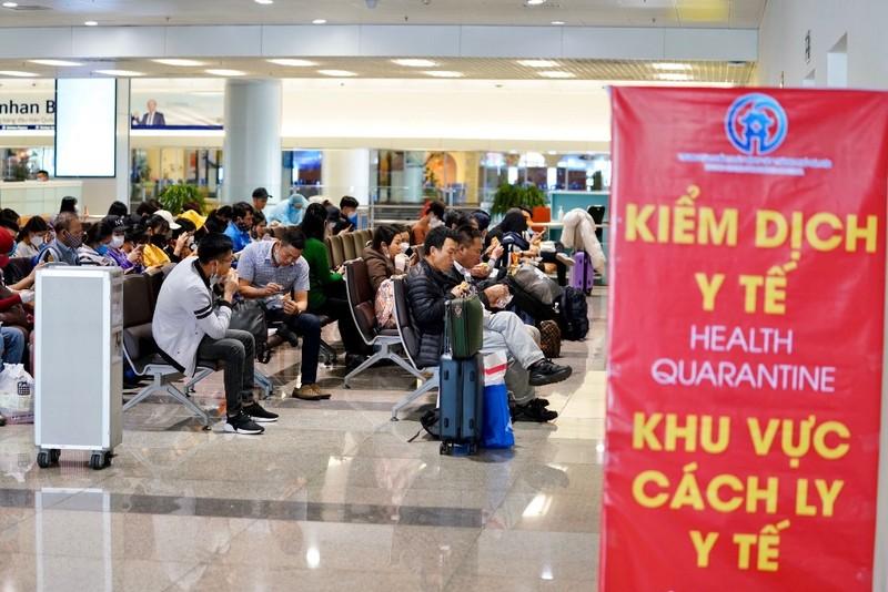 Cách ly 1.280 khách từ vùng dịch nhập cảnh vào Việt Nam - ảnh 1