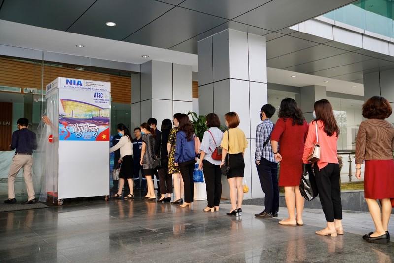 Sân bay Nội Bài đón 264 hành khách người Việt về nước - ảnh 1