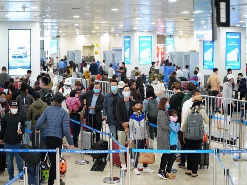 Hôm nay sân bay Nội Bài đón gần 600 công dân về nước - ảnh 1