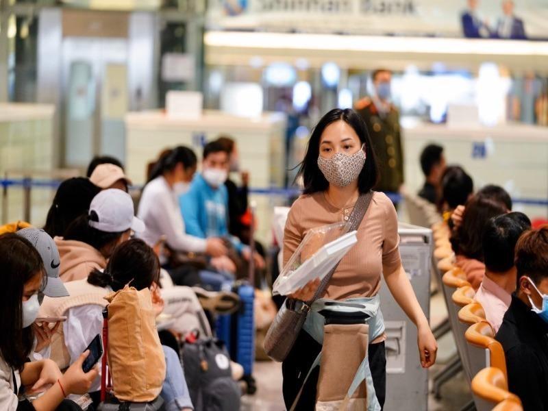 Dừng đưa người Việt Nam từ nước ngoài về sân bay Nội Bài - ảnh 1