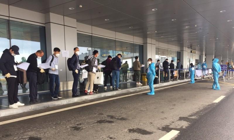 Sân bay Vân Đồn đón 340 chuyên gia Hàn Quốc - ảnh 2