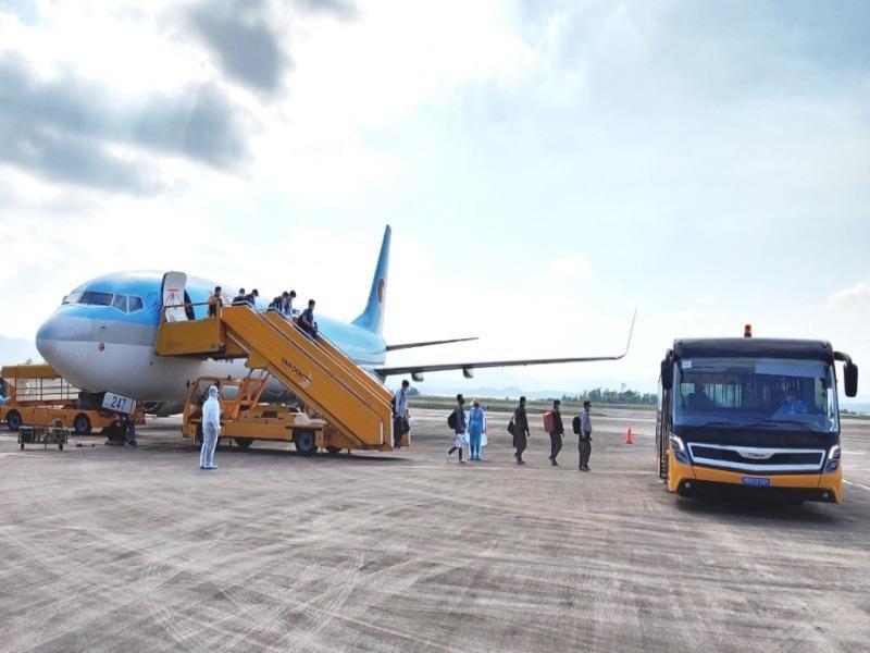 Sân bay Vân Đồn đón 340 chuyên gia Hàn Quốc - ảnh 1
