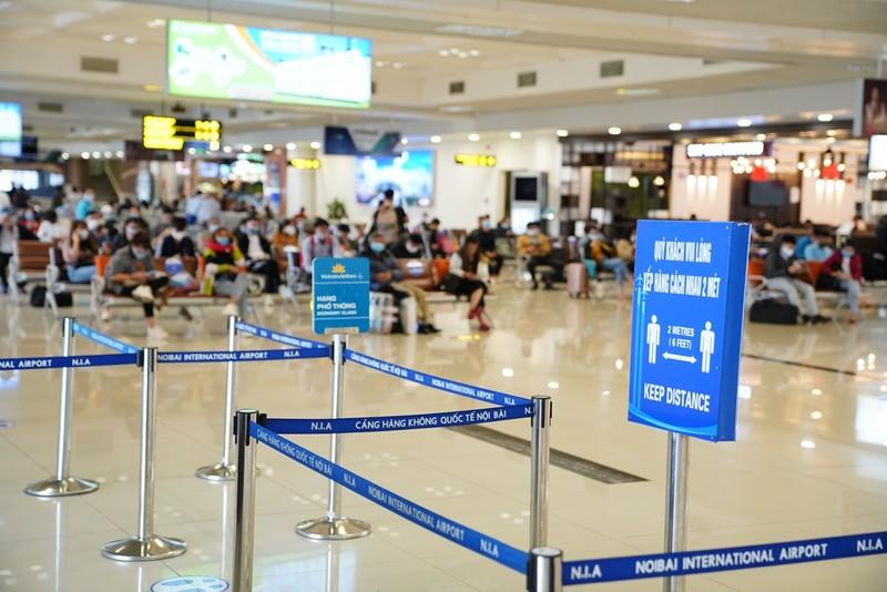 Sân bay Nội Bài đón hơn 180 lượt chuyến bay/ngày - ảnh 1