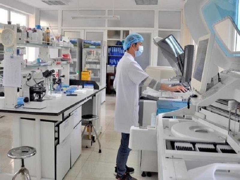 Tạm dừng mua thuốc điều trị cho tình huống 10.000 ca COVID-19 - ảnh 1
