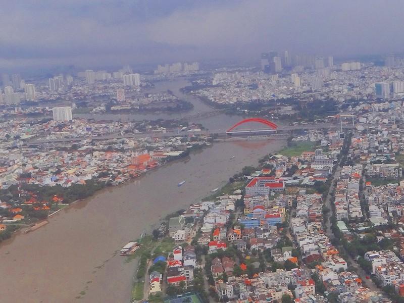 Nhiều đoạn hạ lưu sông Sài Gòn ô nhiễm vượt mức cho phép - ảnh 1