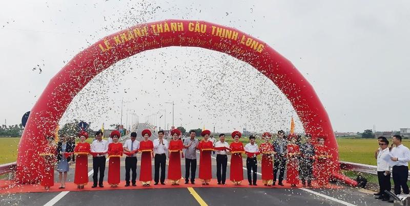 Bộ GTVT thông xe cầu 1.158 tỉ đồng nối liền hai bờ Ninh Cơ - ảnh 1