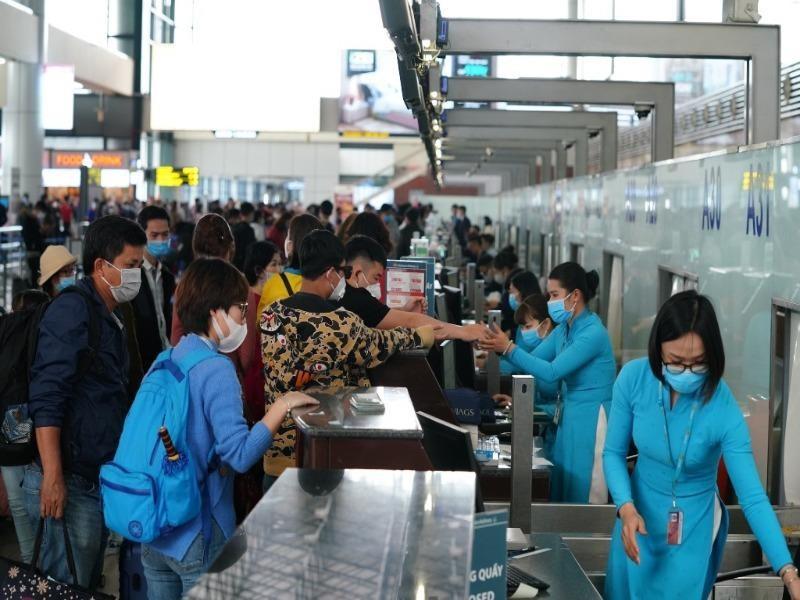 Khách tăng cao, sân bay Nội Bài lưu ý khách có mặt sớm - ảnh 1