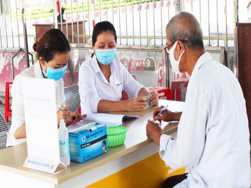 Người dân ở 13 tỉnh được nhận gộp hai tháng lương hưu - ảnh 1