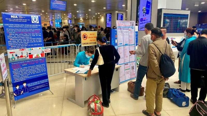 'Giải cứu' tạm thời ùn tắc tại sân bay Tân Sơn Nhất - ảnh 1