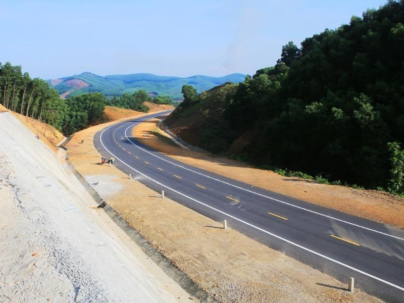 Bộ GTVT trả lời về việc làm đường gom dự án La Sơn – Túy Loan - ảnh 1