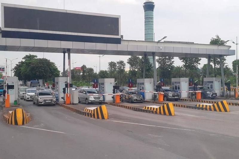 Sau nhiều tranh cãi, ACV vẫn quyết thu phí xe vào sân bay - ảnh 1