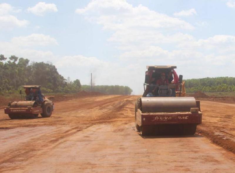 Bộ TN&MT báo cáo Thủ tướng nguyên nhân thiếu vật liệu ở dự án cao tốc Bắc – Nam - ảnh 1