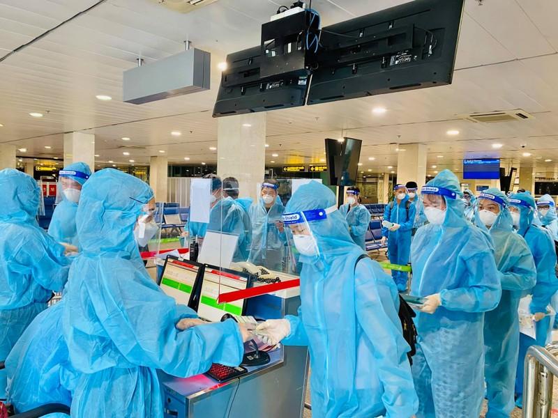 Bamboo Airways đưa y bác sĩ từ Huế vào miền Nam chống dịch - ảnh 2